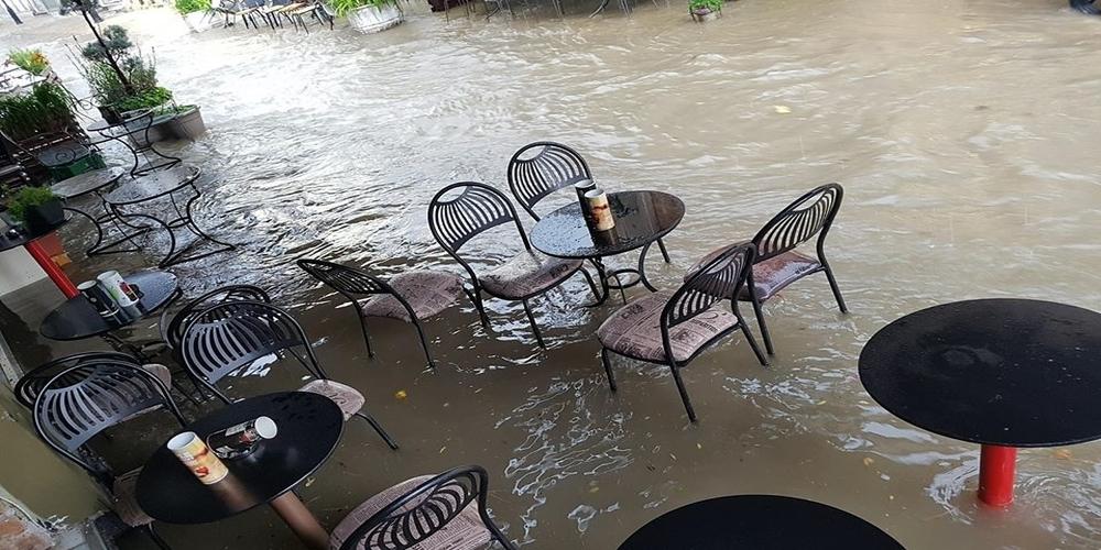 Σε Βενετία μετατράπηκε το… Διδυμότειχο από ξαφνικό μπουρίνι. Πλημμυρισμένοι δρόμοι και διακοπή ρεύματος (ΒΙΝΤΕΟ)