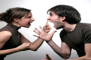 Τα ζευγάρια που «πολεμάνε» μεταξύ τους, υποφέρουν, δεν είναι αστείο!