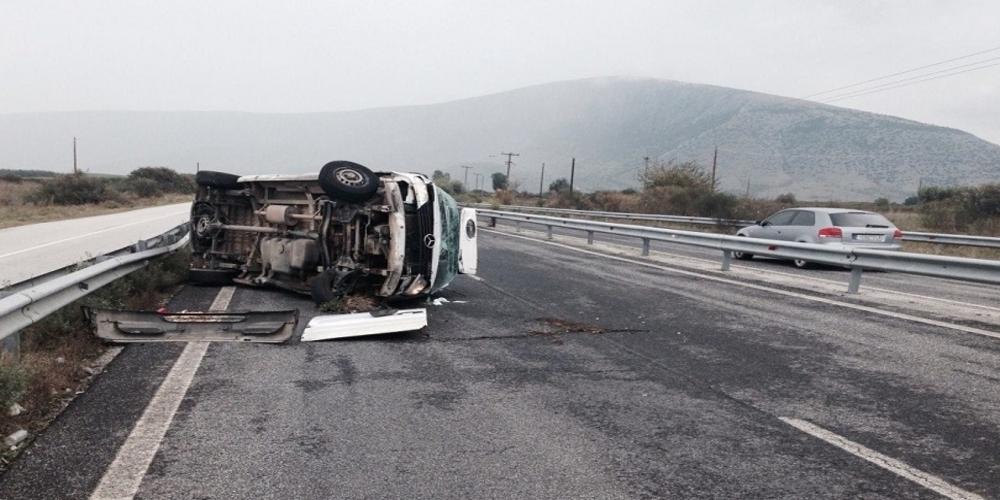 ΤΩΡΑ: Ντελαπάρισε φορτηγάκι με 30 επιβαίνοντες (πιθανόν λαθρομετανάστες) στην Εγνατία οδό. Υπάρχουν τραυματίες