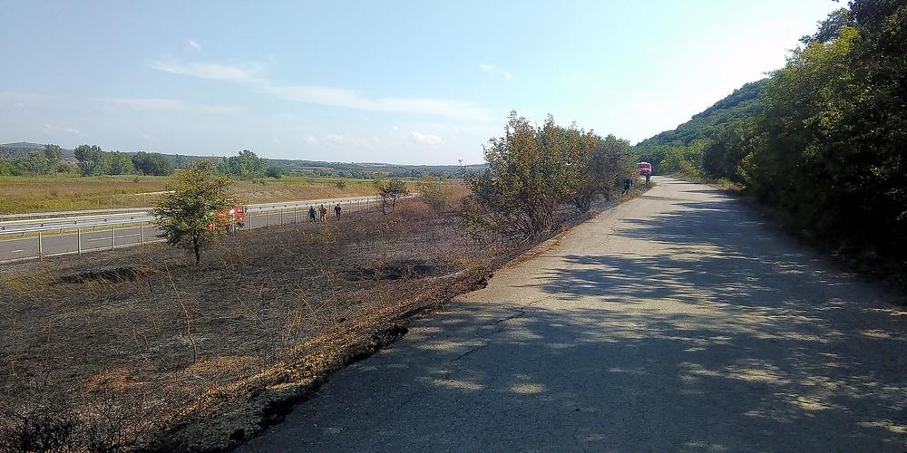 Πυρκαγιά στην Εγνατία οδό, σβήστηκε έγκαιρα απ' την Πυροσβεστική πριν απειλήσει το χωριό Καβησσό