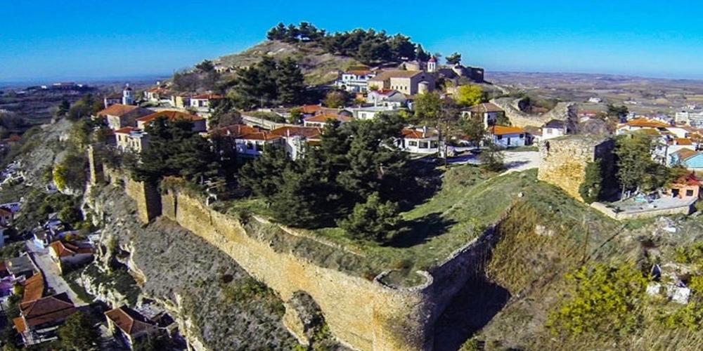 """Ιστορικός περίπατος στο Κάστρο του Διδυμοτείχου, απ' τους """"Καστροπολίτες"""" και τον Θανάση Γουρίδη"""