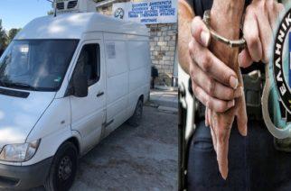 Κυπρίνος: Έκαναν… τσακωτούς παππού και νεαρό να μεταφέρουν 24 λαθρομετανάστες και τους συνέλαβαν