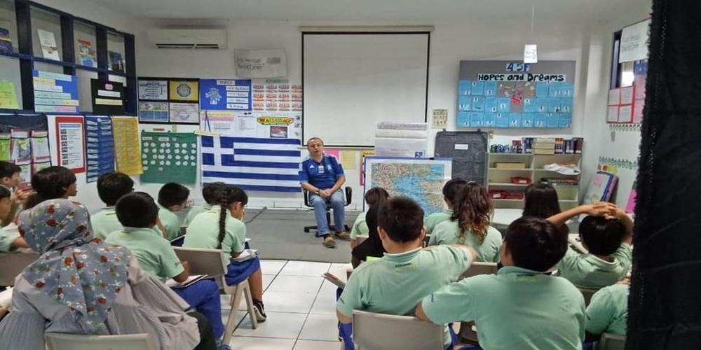 Ο Εβρίτης επιχειρηματίας Παναγιώτης Πεντεφράγκας διαφημίζει την Ελλάδα στα παιδιά της Ινδονησίας (video+φωτό)