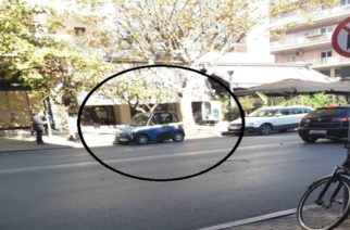 Δήμος Αλεξανδρούπολης: Παράνομα παρκαρισμένο επί πολύ ώρα το ηλεκτροκίνητο αυτοκίνητο του στην Λ.Δημοκρατίας