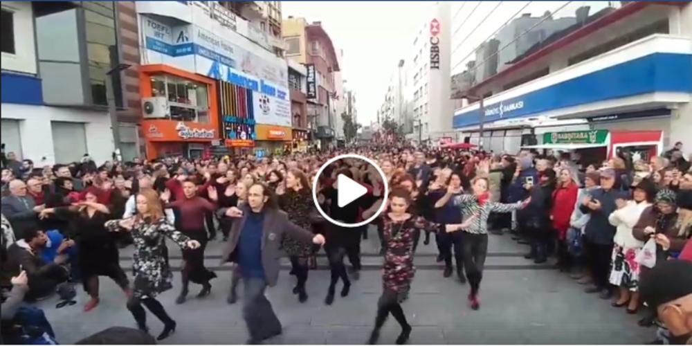 """Εντυπωσιακό video: Χιλιάδες Τούρκοι χορεύουν ομαδικά στην Καρσίγιακα (Σμύρνη) το """"Ζεϊμπέκικο της Ευδοκίας"""""""
