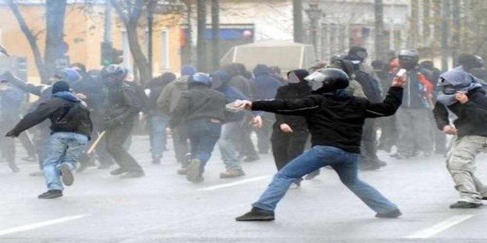 Επεισόδια μεταξύ οπαδών πριν λίγο στην Αλεξανδρούπολη  έξω απ' το Κλειστό του βόλεϊ