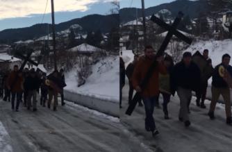 """Δαδιά: Ξόρκισαν και φέτος τα """"καρκαντζέλια"""", τρέχοντας με τις εικόνες στο χωριό (ΒΙΝΤΕΟ)"""
