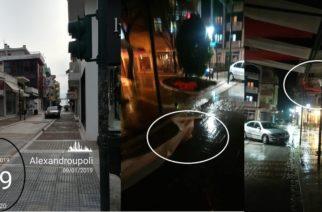 Πεζόδρομος οδού Κύπρου: Χωρίς πεζούς, αλλά με… αυτοκίνητα και διαλυμένη πέργολα το βράδυ