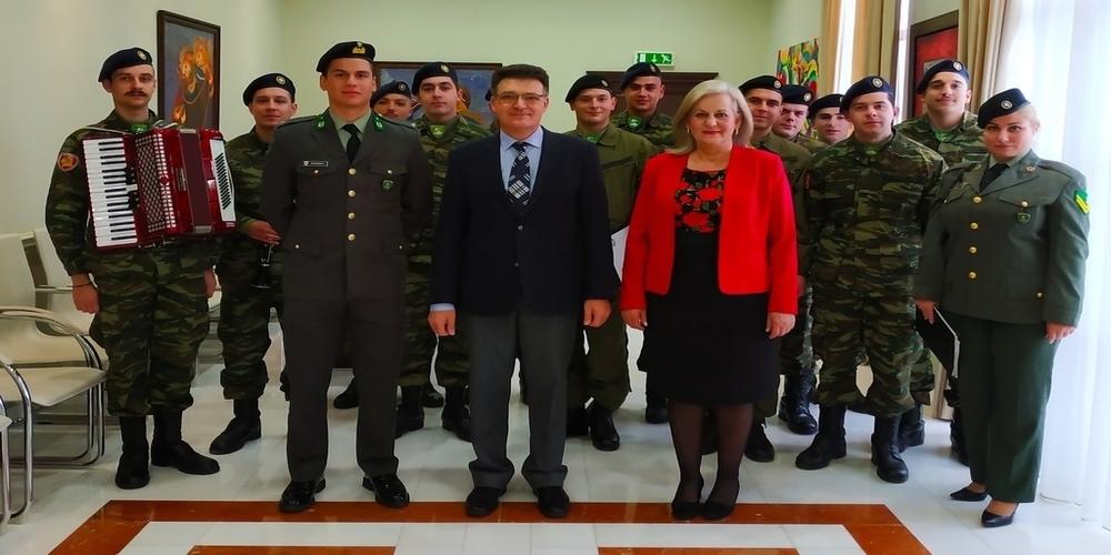 Ευχές και κάλαντα της Πρωτοχρονιάς άκουσαν Δημήτρης Πέτροβιτς και Ελένη Δημούδη (φωτορεπορτάζ)