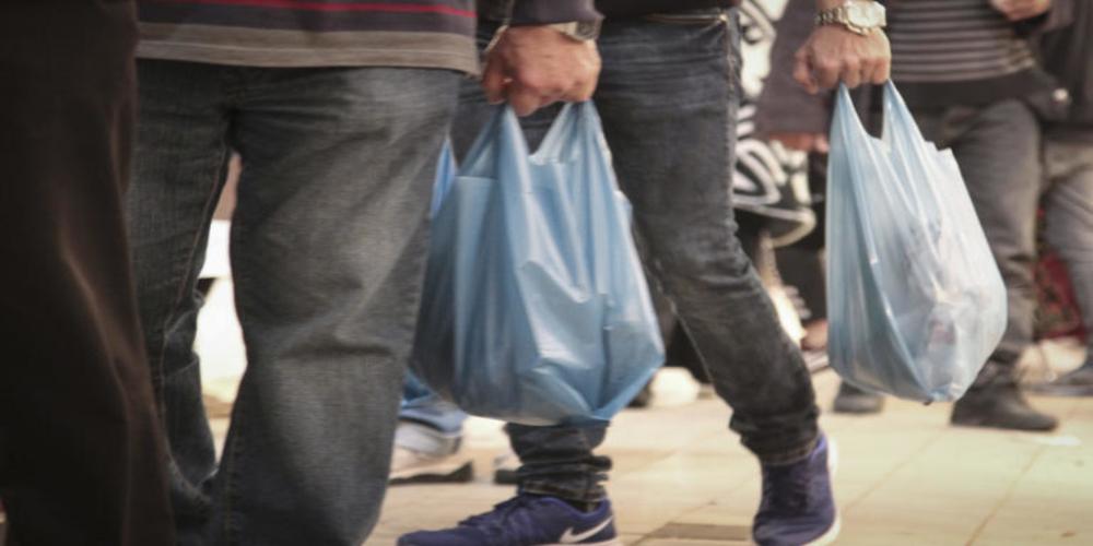 Πλαστική σακούλα: Αυξήθηκε από χθες η τιμή της – Πόσο χρεώνεται πλέον