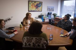 Ορεστιάδα: Με τις σχολικές καθαρίστριες συναντήθηκε η Μαρία Γκουγκουσκίδου