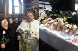 Μοίρασαν τριαντάφυλλα στις μητέρες, σήμερα της Υπαπαντής στη Νέα Βύσσα