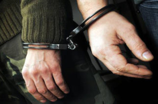 """Τους """"πρόδωσε"""" η κάμερα ασφαλείας και συνελήφθησαν τρεις νεαροί που είχαν… ρημάξει καταστήματα στην Ορεστιάδα"""