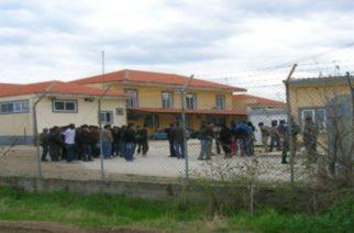 Χαμός στο ΚΥΤ Φυλακίου: Εξέγερση με φωτιές, σπασμένα τζάμια και επέμβαση της αστυνομίας