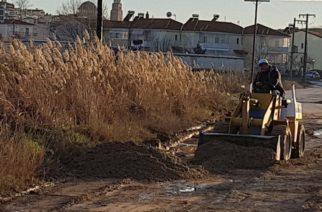 Διδυμότειχο: Κάτοικοι καθαρίζουν μόνοι τους δρόμους, αφού ο δήμος είναι… εξαφανισμένος και ανύπαρκτος (ΒΙΝΤΕΟ+φωτό)
