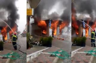 Φωτιά έκαψε ολοσχερώς κατάστημα στις Φέρες (ΒΙΝΤΕΟ)