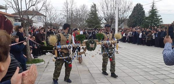 """Ο Μπέης των Κομάρων αποτέλεσε χθες """"πόλο έλξης"""" στην περιοχή (φωτορεπορτάζ)"""