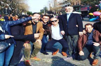 Αλεξανδρούπολη: Γονάτισαν δείχνοντας αφοσίωση ή για να φαίνεται… γίγαντας ο δήμαρχος Βαγγέλης Λαμπάκης;