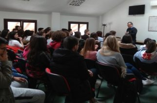 Ενημέρωση αλλά και διανομή προφυλακτικών από το Πολυκοινωνικό του δήμου Αλεξανδρούπολης