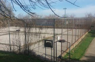Ορεστιάδα: Παρατημένα τα παλιά γήπεδα τένις δίπλα στην σιδηροδρομική γραμμή (ΒΙΝΤΕΟ+φωτό)