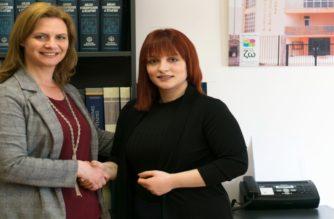 Οι νέοι απαιτούν τις δικές τους ευκαιρίες – Η 23χρονη Χαρά Γεωργουσίδου στηρίζει τη Μαρία Γκουγκουσκίδου