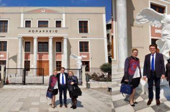 """Αλεξανδρούπολη: Η χήρα και η κόρη του αείμνηστου Γιώργου Παυλίδη στη """"Νίκη της Σαμοθράκης"""""""