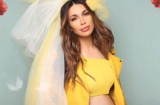 Η συντοπίτισσα μας τραγουδίστρια Ελένη Χατζίδου ανακοίνωσε την εγκυμοσύνη της όπως η διάσημη σταρ Beyonce