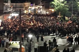 Διδυμότειχο: Περιφορά και συνάντηση των Επιταφίων στην κεντρική πλατεία (Video+φωτό)