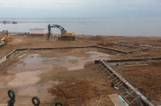 ΠΡΟΚΛΗΣΗ: Μόλις ξεκίνησε το έργο στην παραλία, η δημοτική αρχή Λαμπάκη έδωσε επιπλέον χρήματα στον ανάδοχο
