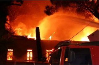 Πυρκαγιά κατέστρεψε ολοσχερώς σπίτι στην Φτελιά – Στο… τσακ βγήκαν έξω οι ιδιοκτήτες του