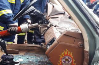 Διδυμότειχο: Επιχείρηση απεγκλωβισμού απ' το αυτοκίνητο του 70χρονου που τραυματίστηκε σε τροχαίο στους Πετράδες