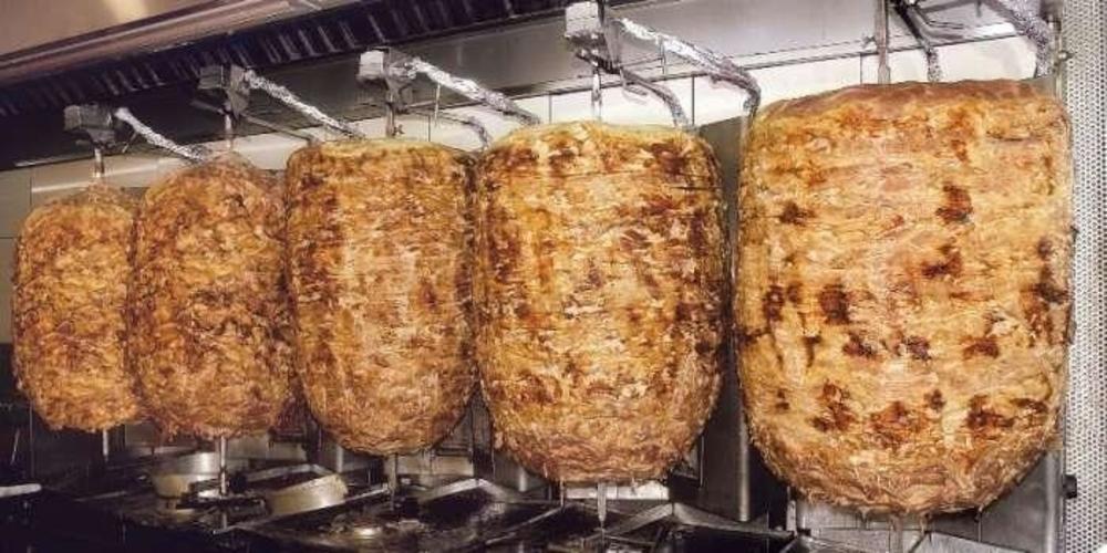 """Σώζεται η τιμή του πιτόγυρου – Παρέμβαση της Επιτροπής Ανταγωνισμού βάζει """"φρένο"""" στην αύξηση"""