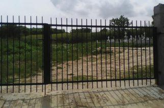 Φοβεροί: Ο δήμος Ορεστιάδας έφτιαξε καγκελόπορτα στα νεκροταφεία Διλόφου Τριγώνου, που.. δεν έχουν περίφραξη!!! (φωτορεπορτάζ)