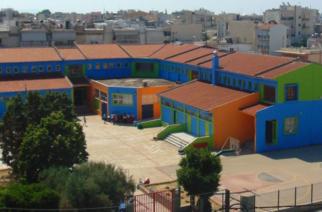 Αλεξανδρούπολη: Με αφιέρωμα στον Μάνο Λοίζο αποχαιρετούν την χρονιά στο 9ο Δημοτικό Σχολείο