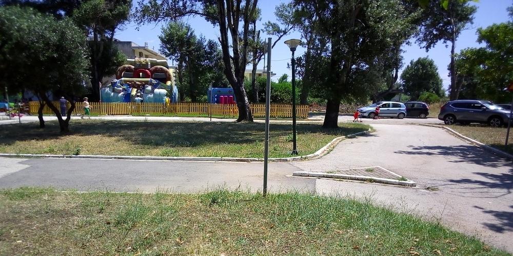 Αλεξανδρούπολη-Διαμαρτυρία: Η παιδική χαρά του Πάρκου Κυκλοφοριακής Αγωγής αντικαταστάθηκε από φουσκωτά ιδιώτη!!!