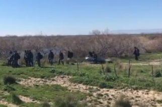 Ορεστιάδα: Συνέλαβαν δύο διακινητές στον κάμπο να οδηγούν λαθρομετανάστες, φορτωμένοι και με πλαστά διαβατήρια
