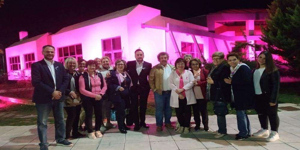 Το Πολυκοινωνικό του δήμου Αλεξανδρούπολης, φωτίστηκε με ροζ χρώμα ως σύμβολο ελπίδας