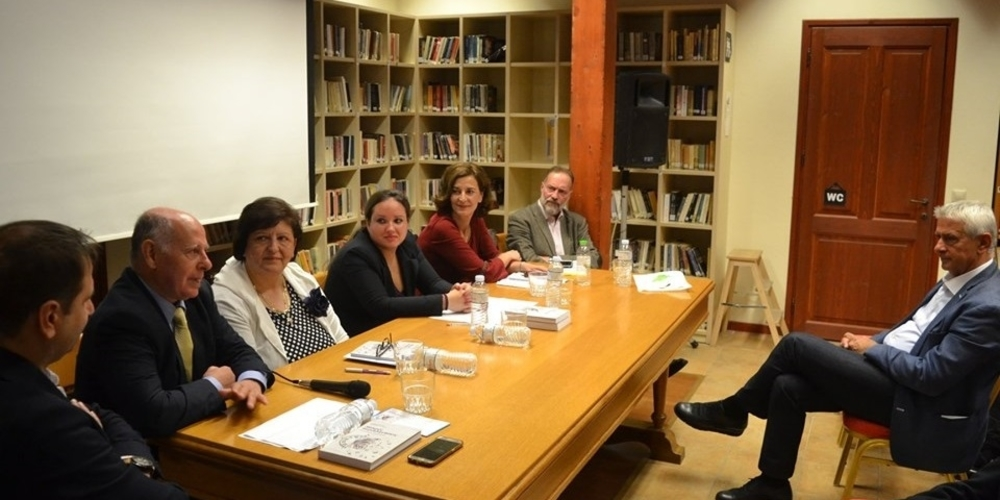 Αλεξανδρούπολη: Ο Εβρίτης συγγραφέας Κωνσταντίνος Τριανταφυλλάκης παρουσίασε το βιβλίο του «Μικρές περιπλανήσεις στις ρωγμές του χρόνου»