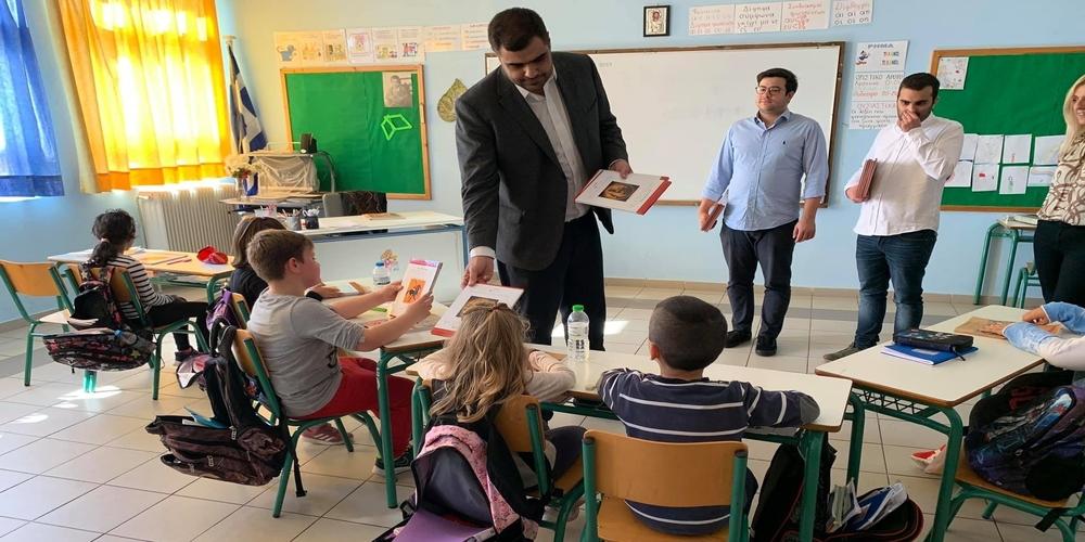 Επισκέφθηκε το Δημοτικό Σχολείο Κυπρίνου και μοίρασε βιβλία ο Πρόεδρος της ΟΝΝΕΔ Παύλος Μαρινάκης (φωτορεπορτάζ)
