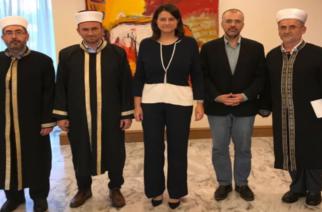Συνάντηση των τριών μουφτήδων της Θράκης με την υπουργό Παιδείας Νίκη Κεραμέως – Τι συζήτησαν
