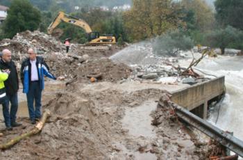 Στη Θάσο για τις πλημμύρες κλιμάκιο της Περιφέρειας ΑΜΘ υπό τον Περιφερειάρχη Χρήστο Μέτιο