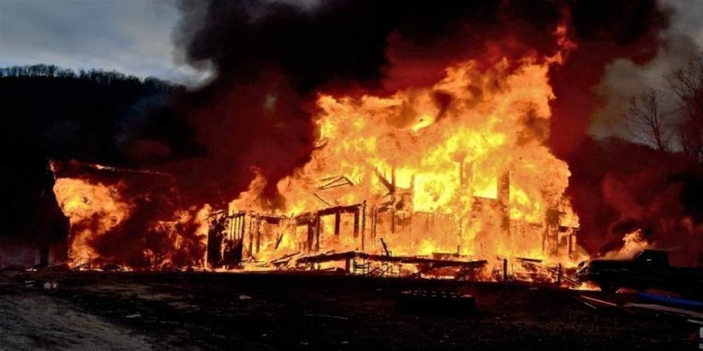 Σουφλί: Λαθρομετανάστες έβαλαν φωτιά πριν λίγο σε ποιμνιοστάσιο του χωριού Ρούσσα, προκαλώντας σημαντικές καταστροφές