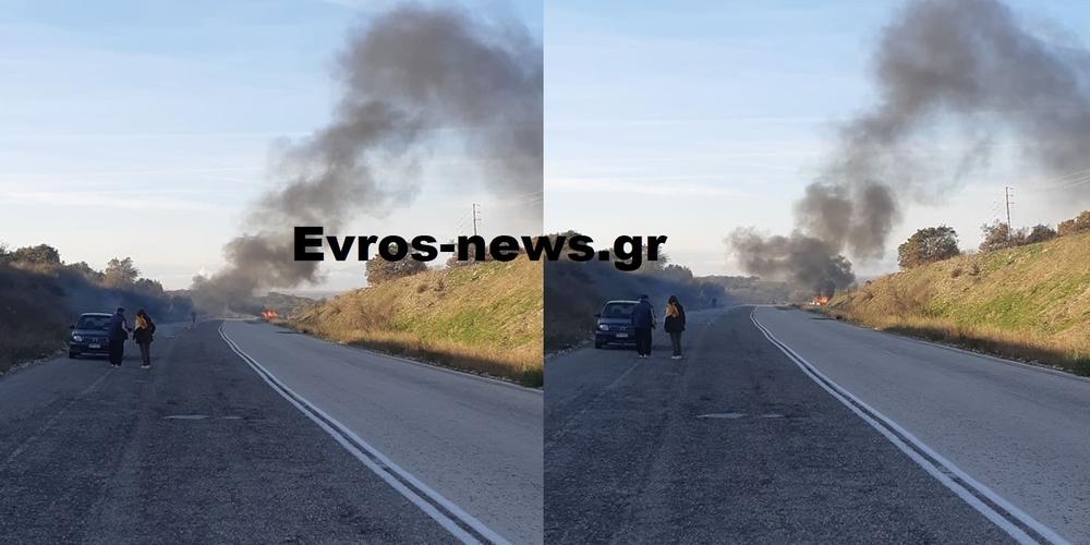 ΤΩΡΑ: Λαμπάδιασε αυτοκίνητο στην εθνική οδό Φερών-Αλεξανδρούπολης