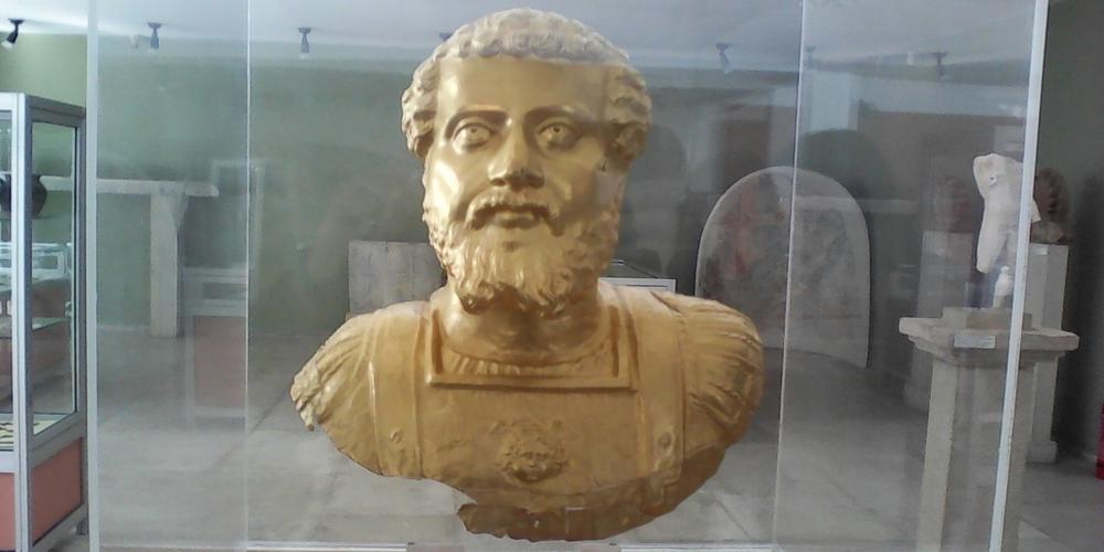 Ως πότε η χρυσή προτομή που βρέθηκε στο Διδυμότειχο θα παραμένει στο Αρχαιολογικό Μουσείο Κομοτηνής;