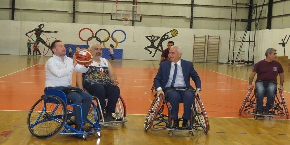 Αλεξανδρούπολη: Τον αγώνα καλαθοσφαίρισης με αμαξίδια παρακολούθησε αλλά και συμμετείχε ο δήμαρχος Γιάννης Ζαμπούκης (ΒΙΝΤΕΟ+φωτό)