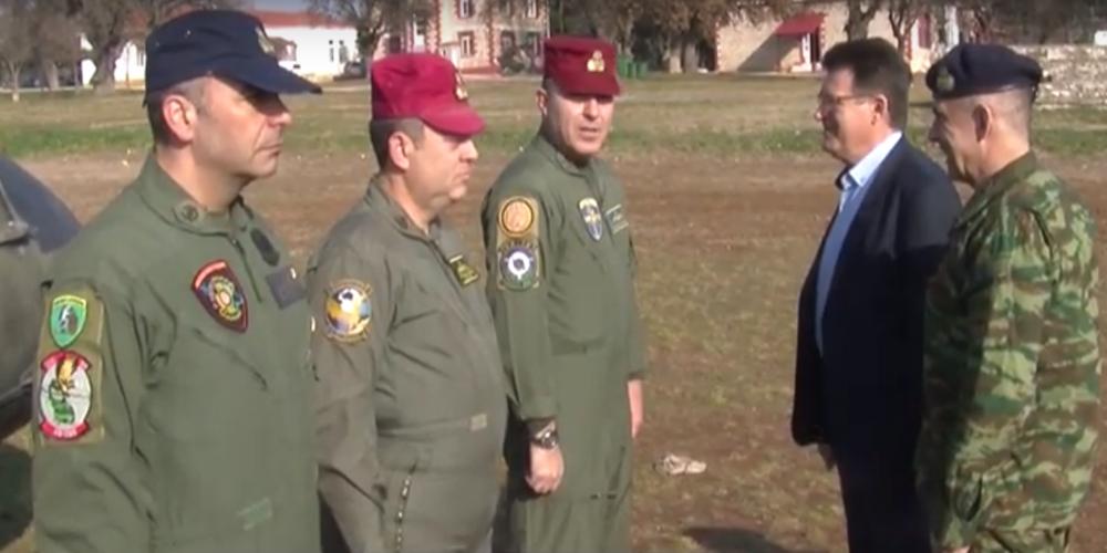 Αλεξανδρούπολη: Τα πληρώματα των στρατιωτικών ελικοπτέρων που επιτηρούν για λαθρομεταναστευτικές ροές επισκέφθηκε ο Αντιπεριφερειάρχης Δ.Πέτροβιτς