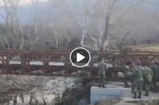 Σαμοθράκη: Εντυπωσιακό video από την τοποθέτηση της γέφυρας Μπέλεϊ απ' τον στρατό στα Θέρμα