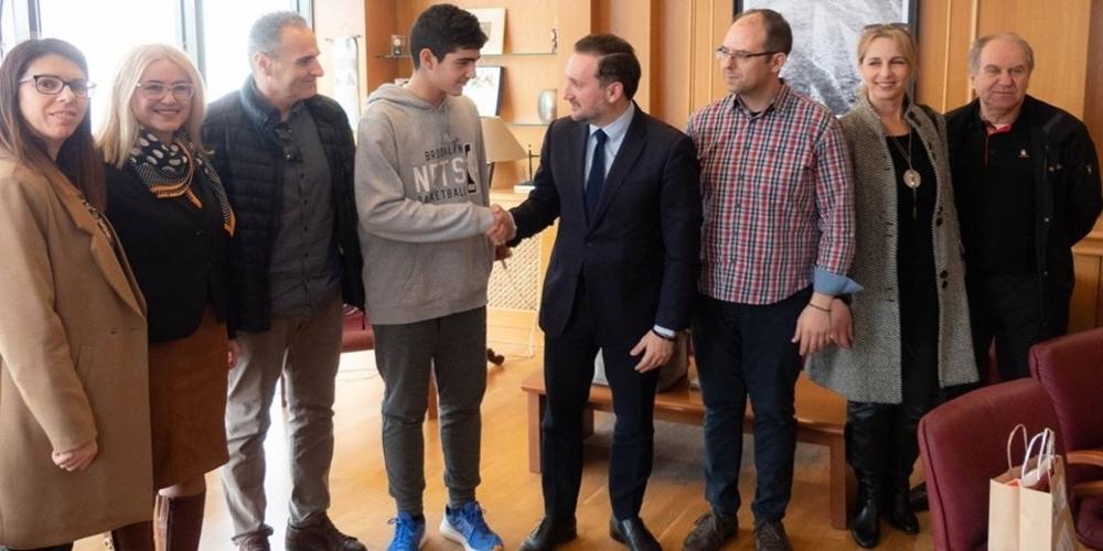 Αλεξανδρούπολη: Τον διακριθέντα στην Μαθηματική Ολυμπιάδα μαθητή Χρήστο Τριανταφυλλίδη υποδέχθηκε ο δήμαρχος Γιάννης Ζαμπούκης