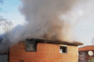 Διδυμότειχο: Λαμπάδιασε κεραμοσκεπή σπιτιού από πυρκαγιά στο Ισαάκιο – Κινδύνεψε άνδρας με κινητικά προβλήματα