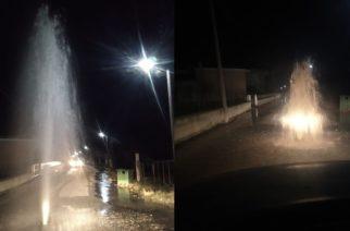 """Αλεξανδρούπολη: """"Συντριβάνι"""" ξαφνικά τα ξημερώματα στη μέση του δρόμου στον Απαλό"""